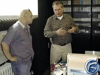 Zdeněk Izer v rozhovoru se šéfem nahrávacího studia
