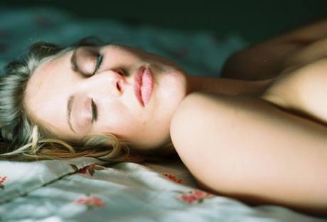 Dnes si orgasmus ženy mohou vychutnat, ne vždy jim to ale historie dovolovala.
