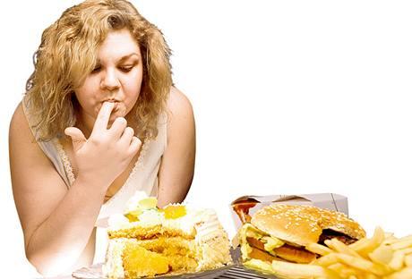 Po konzumaci hranolek či hamburgeru budete mít brzy hlad.