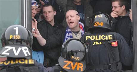 Příjezd ostravských fanoušků Baníku do Brna