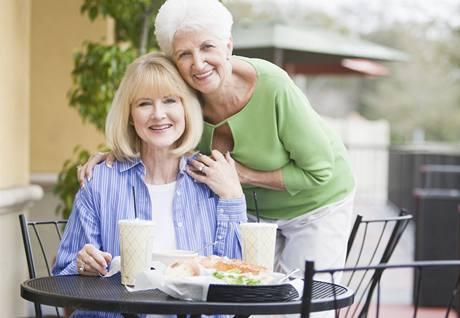 Mladistvě vypadající lidé se podle nové studie dožívají vyššího věku. Ilustrační foto