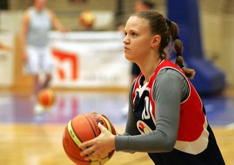 Nikola Kovalová, basketbalistka Karlových Varů, na tréninku