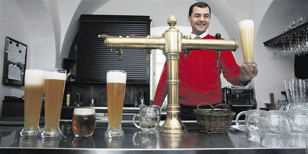 Minipivovar v Ostravě-Zábřehu přichází často s pivními novinkami. Na snímku manažer Radovan Koudelka.