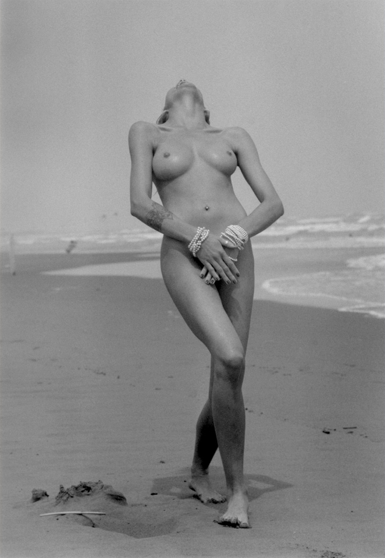 https://i.idnes.cz/11/021/org/VES38f17b_on_the_beach.jpg