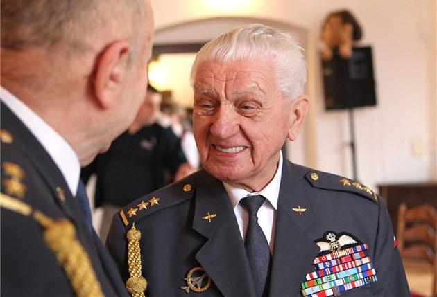 Válečný veterán Emil Boček na besedě v Jihlavě. Nejvyšších poct se mu dostalo