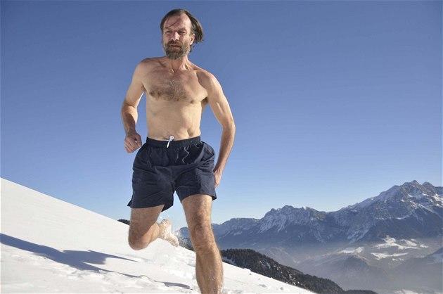 """""""Znám své tělo, znám svou mysl a vím, co dokážu,"""" říká Wim Hof. Je to"""